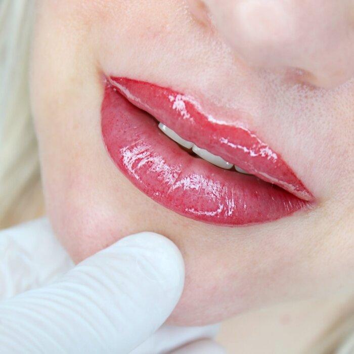 makijaż permanentny ust - Vici Clinic